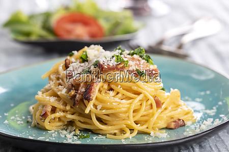 spaghetti carbonara on a blue plate
