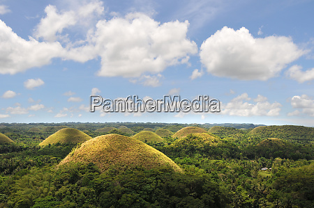famous chocolate hills on bohol in