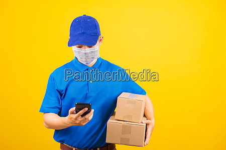 delivery worker man wearing face mask
