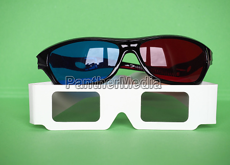 red and blue and polarised glasses
