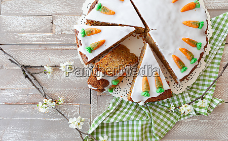 carrot cake with frosting
