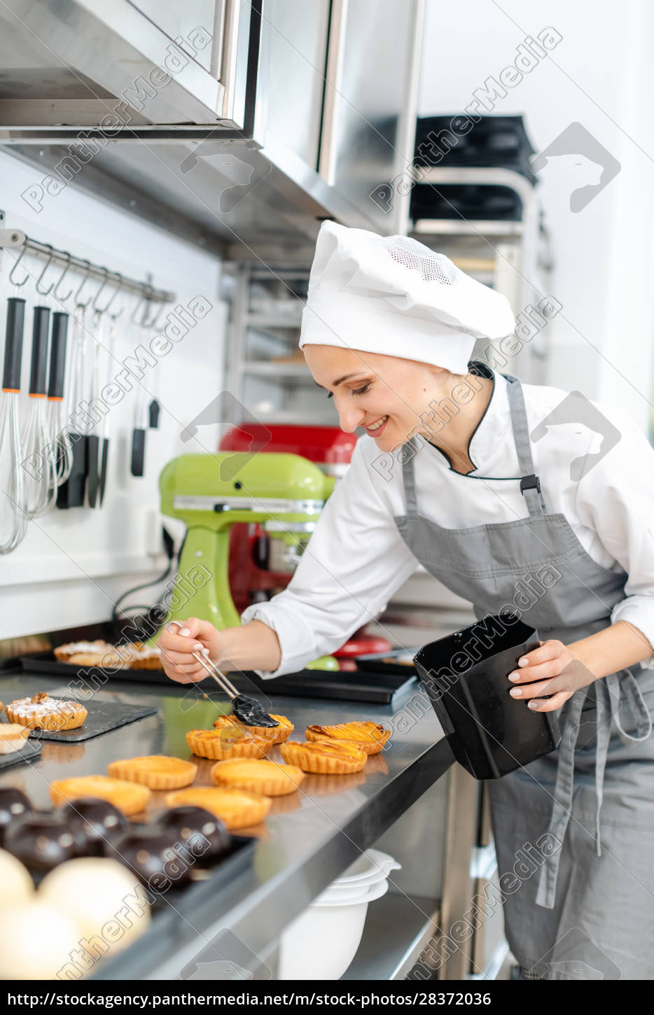 pastry, chef, glazing, little, cakes - 28372036