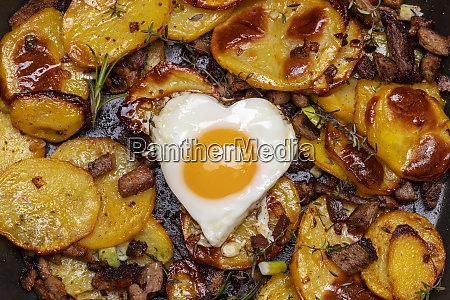 tyrolean potato groestl with onions