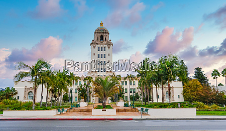 beverly hills city hall at dusk
