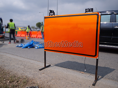 signs repairs road and worker on