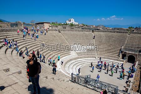pompeii italy april 2018 tourists