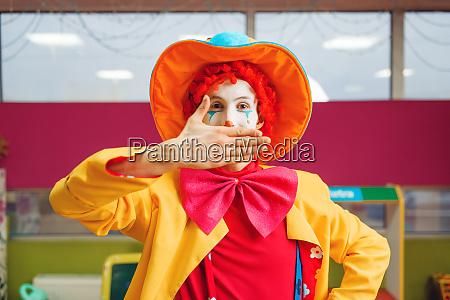 funny clown shows tricks with facial