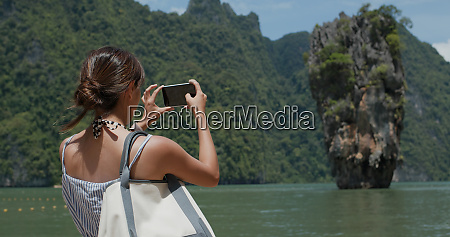 woman take photo on khao phing
