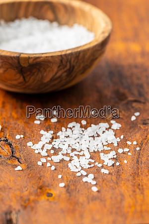 white coarse grained salt