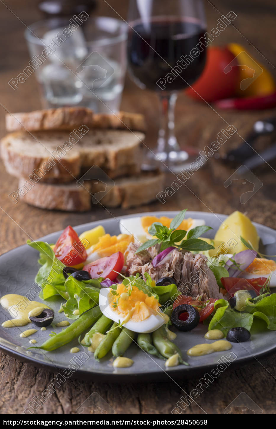 salad, nicoise, on, a, wooden, background - 28450658