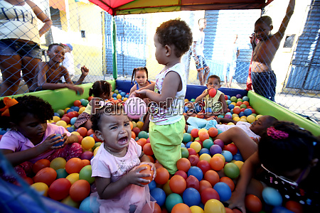 kids play in salvador