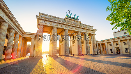 the famous brandenburg gate while sunset