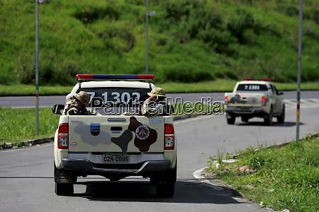 police seek bank robbers in salvador