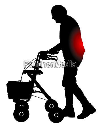 seniorin mit rueckenschmerzen und rollator