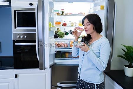 woman eating unhealthy food