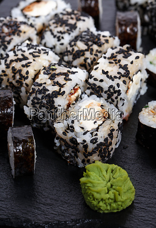 sushi roll with black sesame and