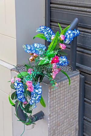 plastic flowers rails
