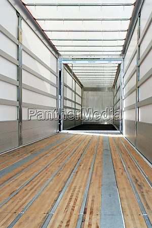 empty trailer vertical