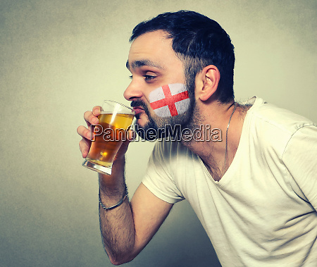 funny bearded sport fan drinking beer