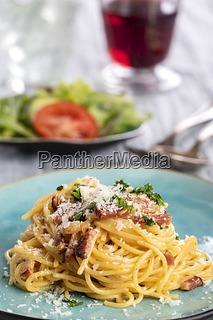 spaghetti carbonara on a blue plate