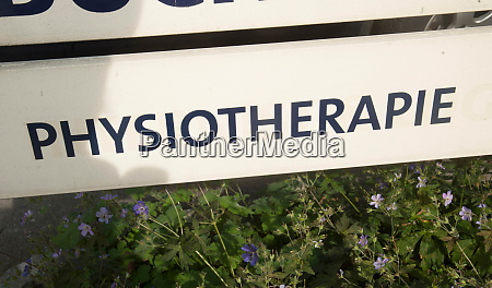 white physiotherapie sign with black letters