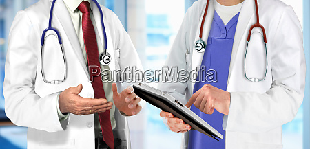 specialist doctors having discussion regarding patient