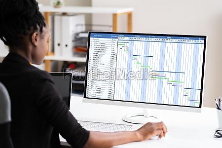 african business woman using corporate gantt