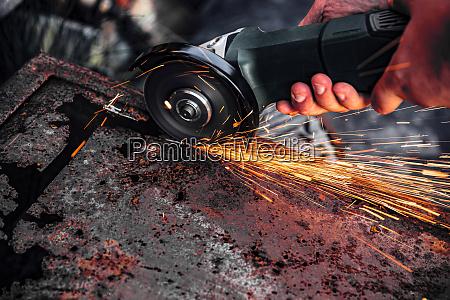 manual metal sawing