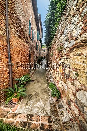 narrow backstreet in montepulciano