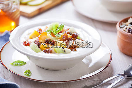 greek yogurt with fruits and honey
