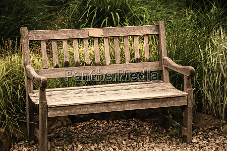 vacant antique bench conception of nostalgia