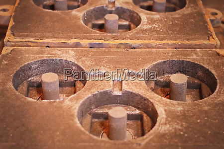 molds for pouring metal for manufacture