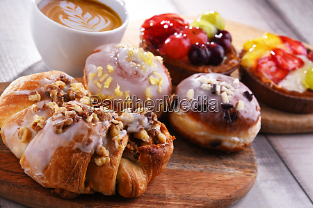 composition with confectionery products and cup
