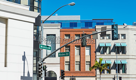 wilshire blvd and rodeo drive crossroad