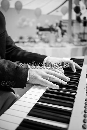 piano player finger keys pianist artist