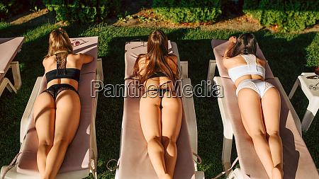 sexy women tan their backs on
