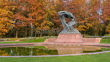 frederic chopin monument in royal baths