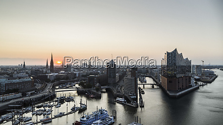 scenic view hamburg cityscape and elbe
