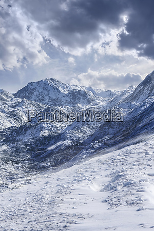 usa mountain peaks in snow