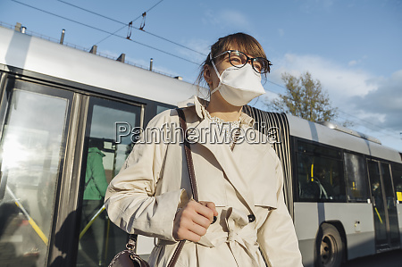 woman wearing face mask getting off