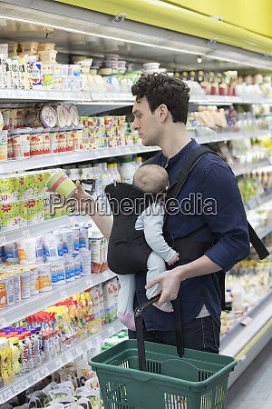 father with baby daughter grocery shopping
