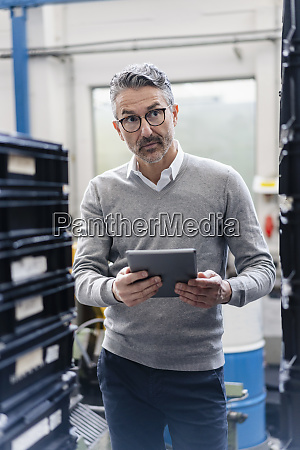 thoughtful, male, supervisor, holding, digital, tablet - 28747295