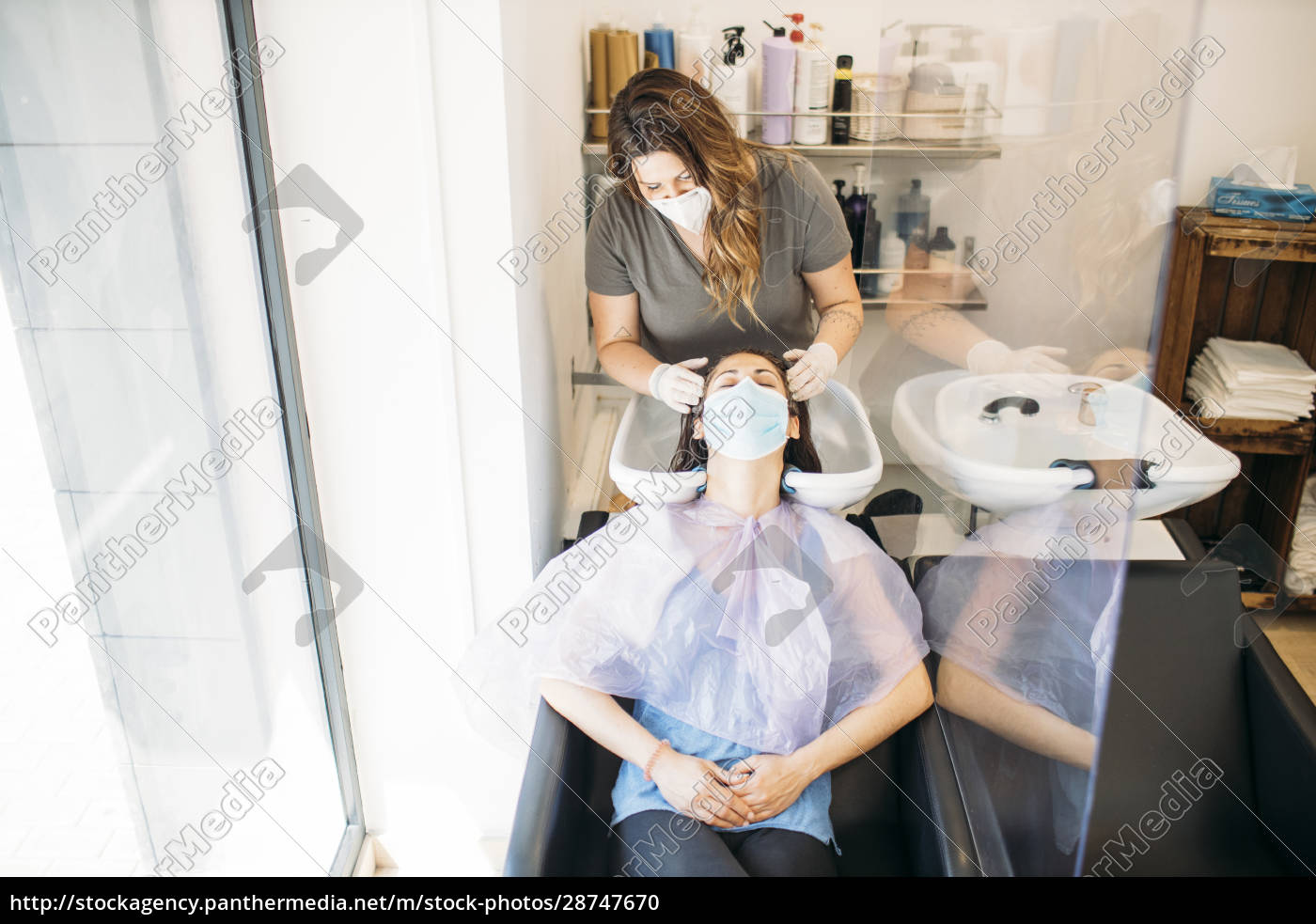 woman, with, mask, getting, hair, washed - 28747670