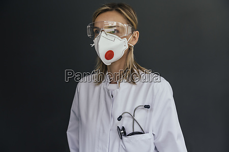 portrait of doctor wearing ffp3 mask