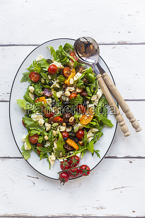 plate of lowcarbvegetarian salad with arugula