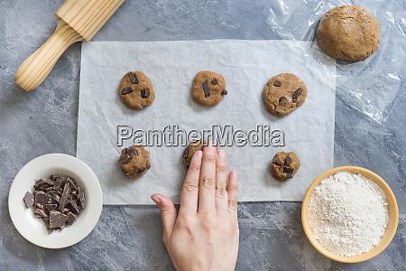 making chocolate cookies