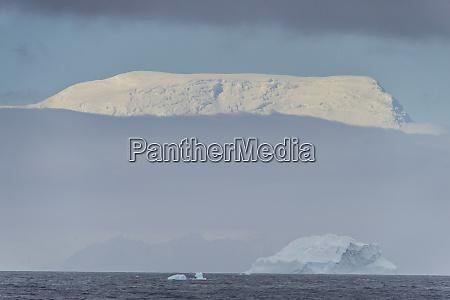 snowcapped mountains of elephant island