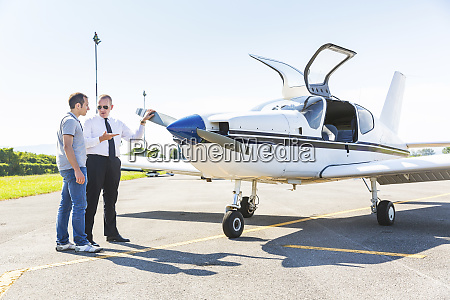 pilot and co pilot satning on
