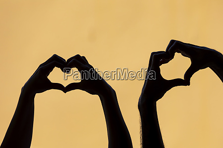couple mankink heart shape finger frames