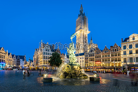 the grote markt in the historic